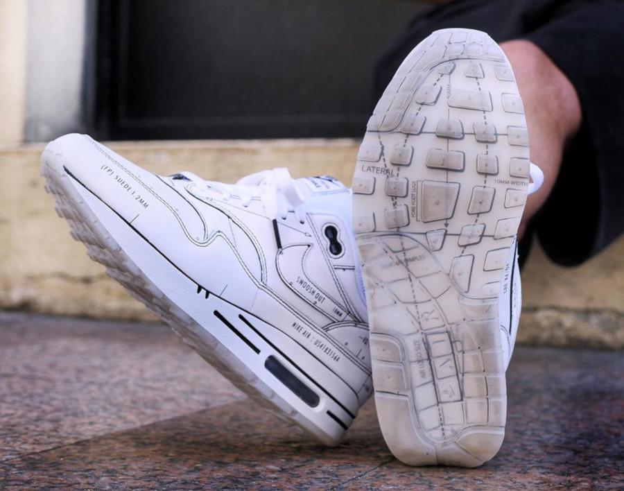 Nike Air Max 1 blanche et noire style croquis (3-1)