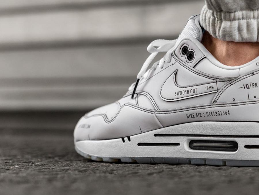 Nike Air Max 1 blanche et noire style croquis (3-2)