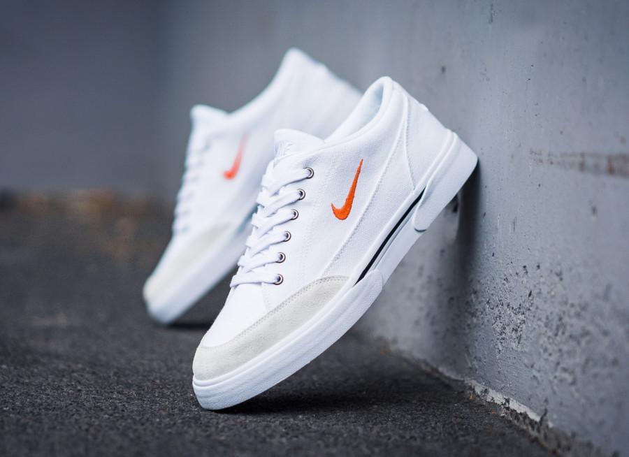 Nike-GTS-en-toile-blanche-et-suède-crème-2
