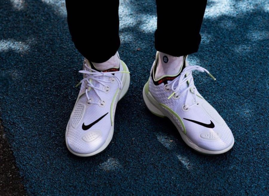 Nike Joyride CC3 Setter blanche et vert fluo AT6395-100 (2)