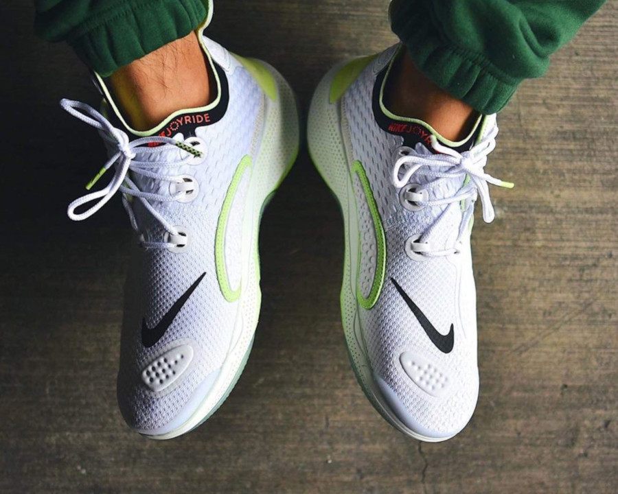 Nike Joyride CC3 Setter blanche et vert fluo AT6395-100 (3)