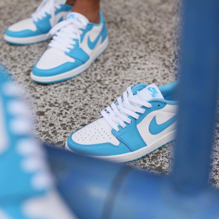 Nike SB x Air Jordan 1 Low blanche et bleu ciel on feet (2)