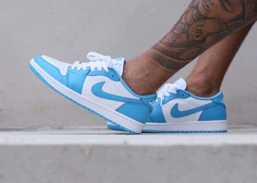 Nike SB x Air Jordan 1 Low blanche et bleu ciel on feet (3)