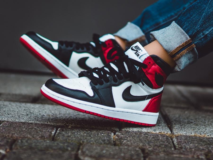 Womens Air Jordan 1 satinée blanche rouge et noire (6)