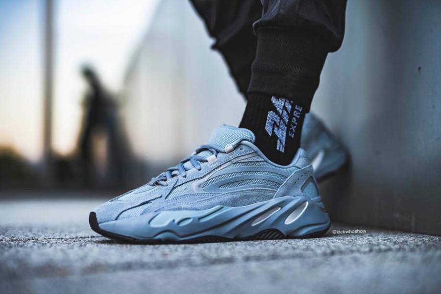 Adidas Yeezy 700 Boost bleue et en suède gris (5)