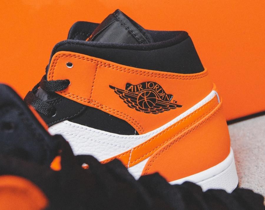 Air Jordan 1 mi-montante noire blanche et orange (2)