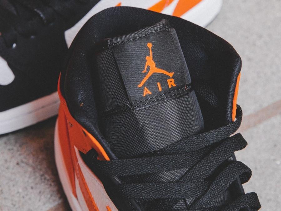 Air Jordan 1 mi-montante noire blanche et orange (3)