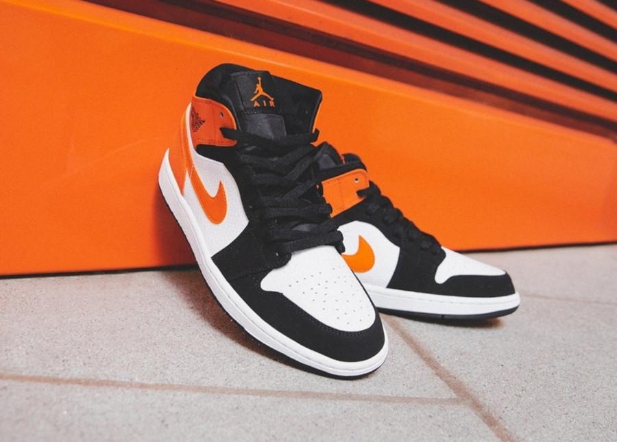 Air Jordan 1 mi-montante noire blanche et orange (5)