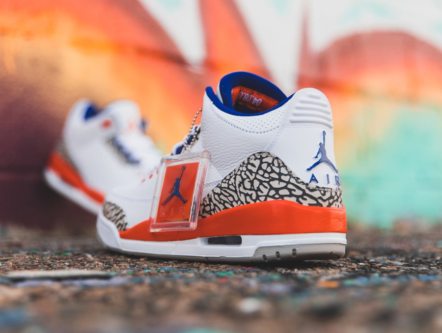 Air Jordan 3 blanche bleue et orange (1)