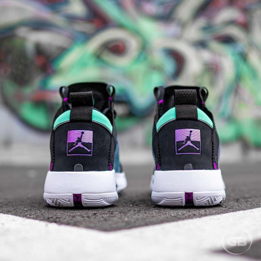 Air Jordan XXXIV vert fluorescent violet et noire (1)