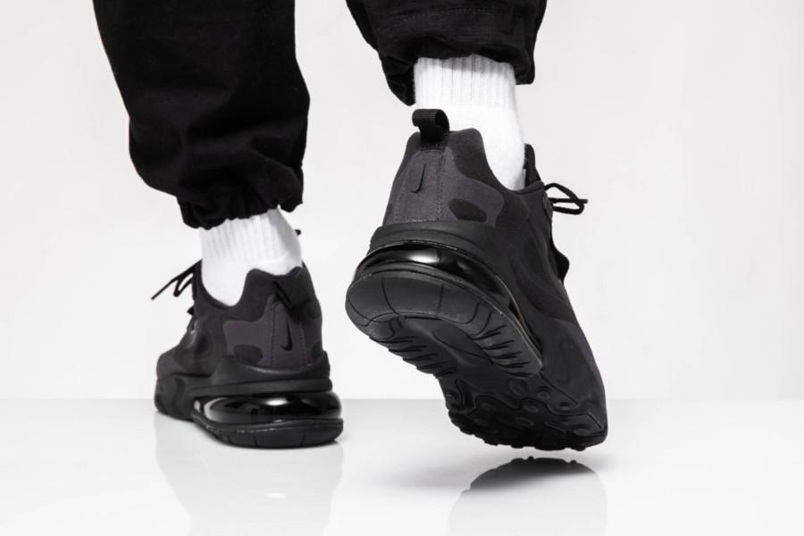 Nike Air Max React 270 grise et noire pour homme (5)
