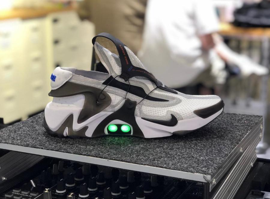 Nike Huarache Adapt grise blanche et noire BV6397-110 (1)