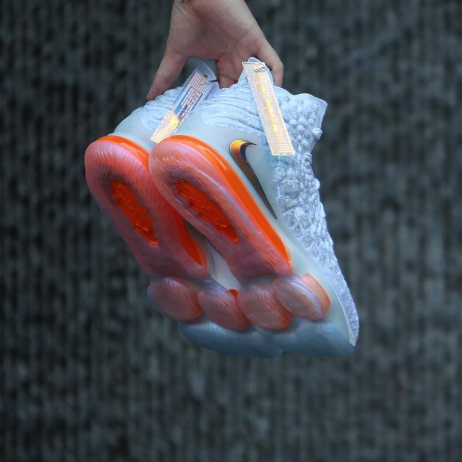Nike Lebron 17 blanche orange iridescent (0)
