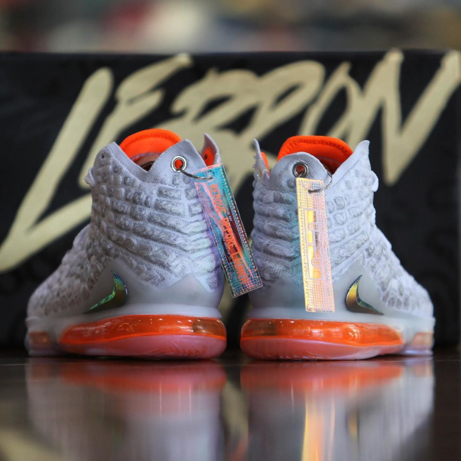 Nike Lebron 17 blanche orange iridescent (3-1)