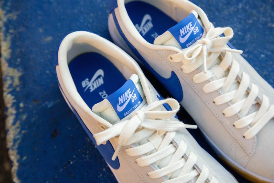 Nike SB Blazer basse beige blanche et bleue (4)