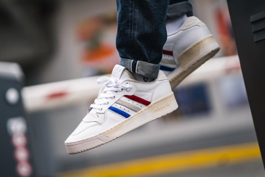Adidas-Rivalry-basse-blanche-et-en-poils-de-poney-EE4961-3
