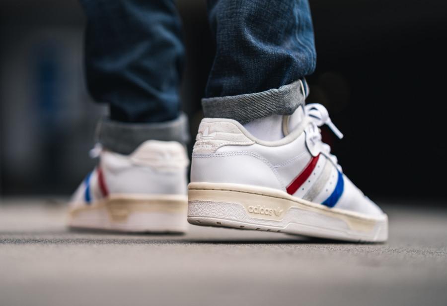 Adidas-Rivalry-basse-blanche-et-en-poils-de-poney-EE4961-4