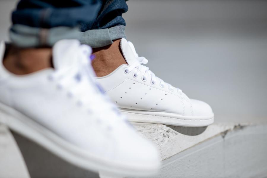 Adidas Stan Smith blanche avec un imprimé carré violet EE5783 (3)