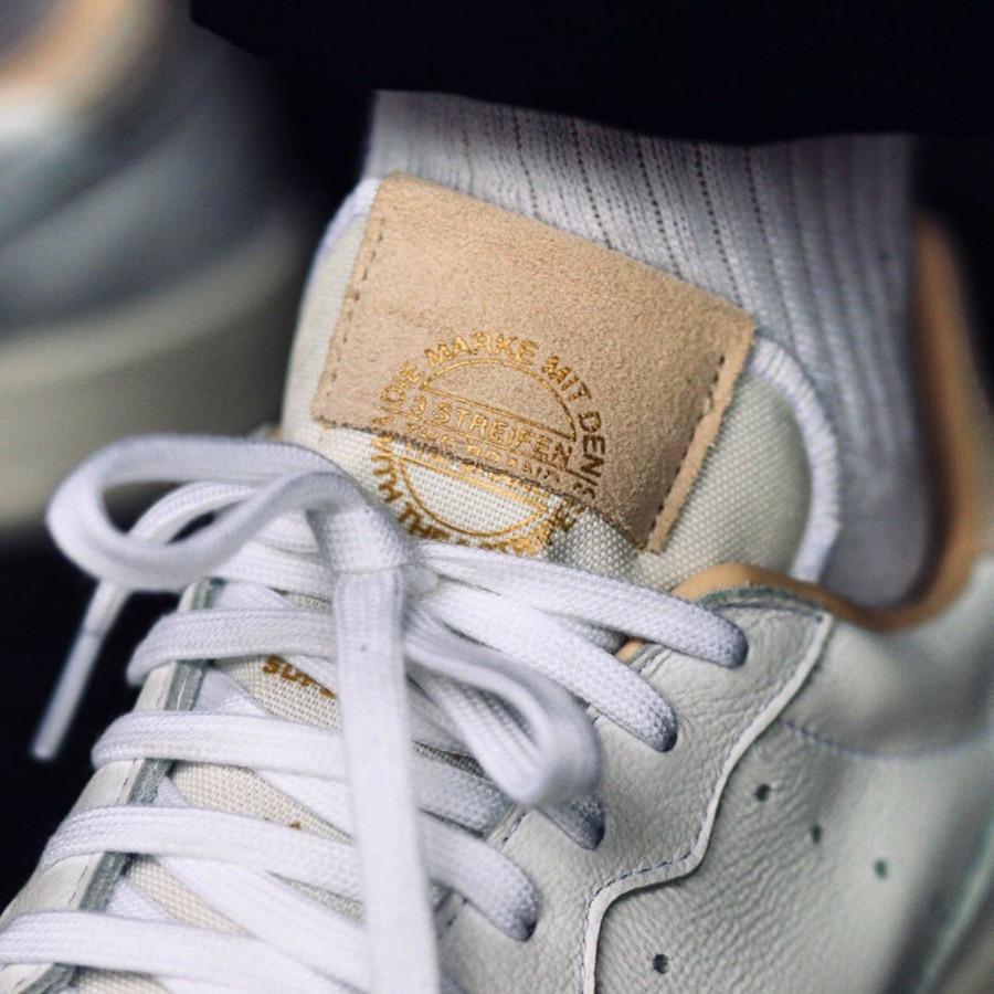 Adidas Supercourt blanche beige et grise EE6034 (1)