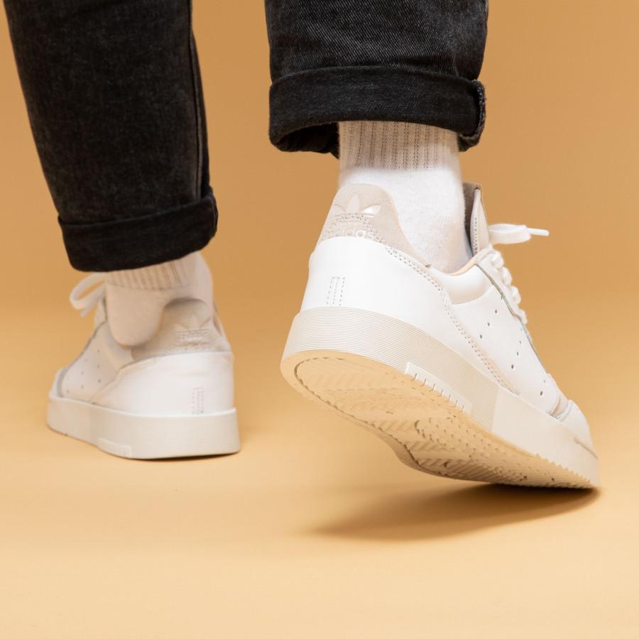 Adidas Supercourt blanche beige et grise EE6034 (4)