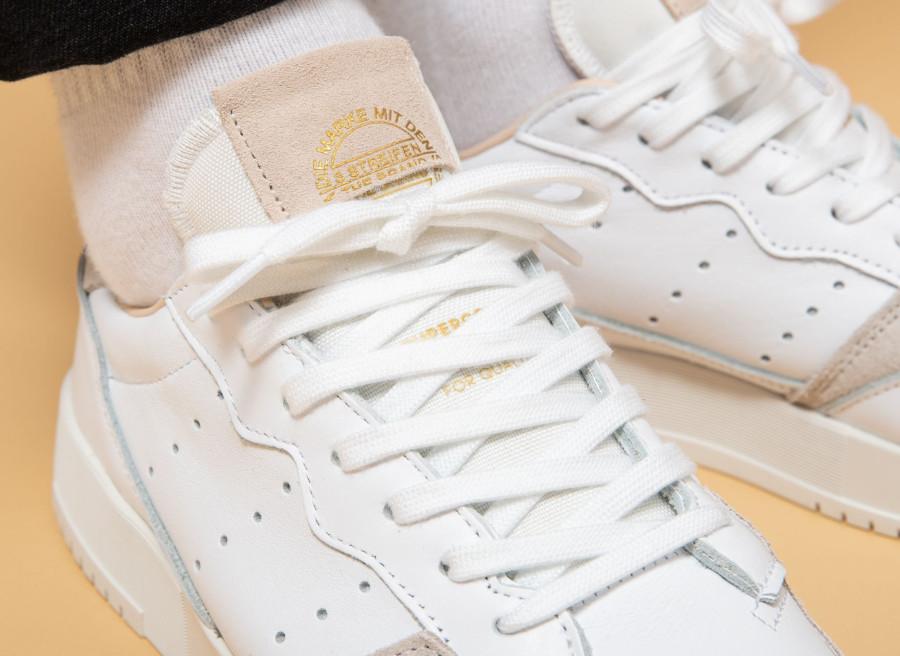 Adidas Supercourt blanche beige et grise EE6034 (5)