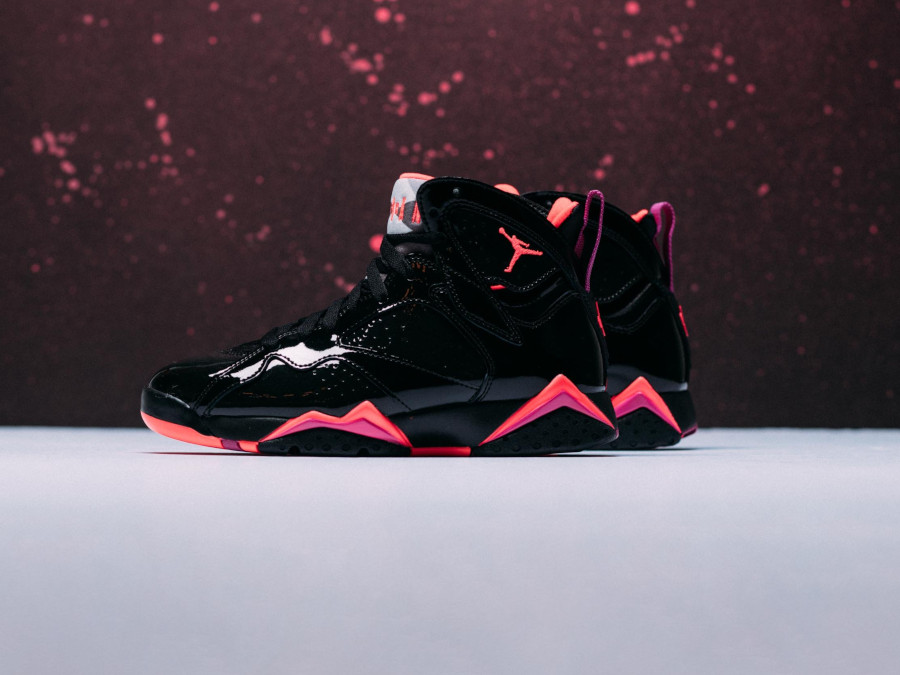 Air Jordan 7 en cuir brillant noir orange et rose (1)
