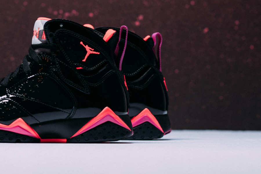 Air Jordan 7 en cuir brillant noir orange et rose (2)