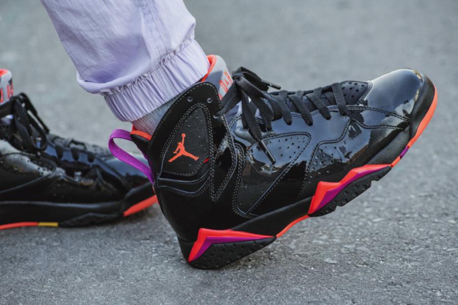 Air Jordan 7 en cuir brillant noir orange et rose (5)