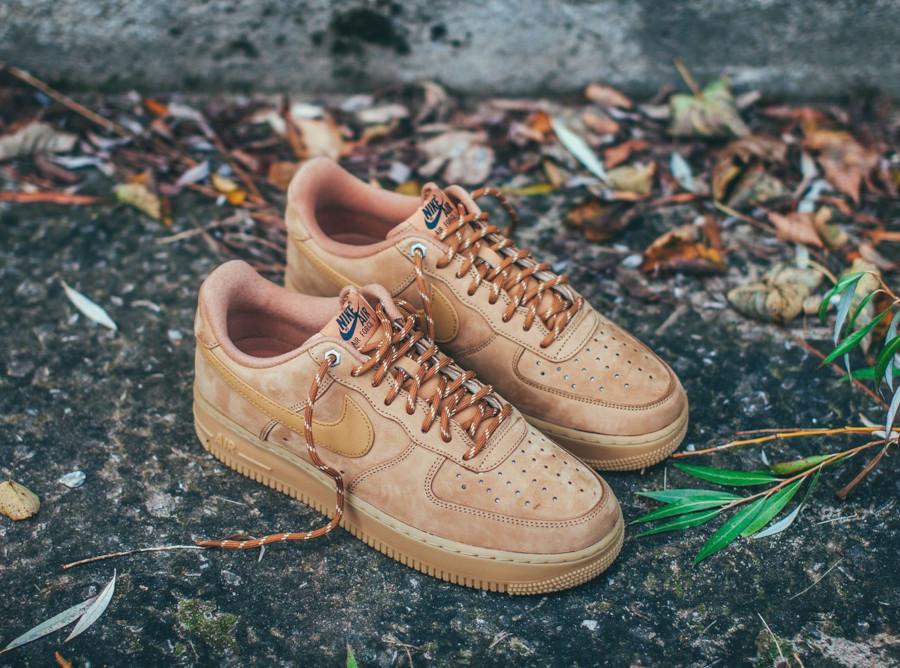 Nike Air Force 1 Low en suède marron avec gumsole (1)