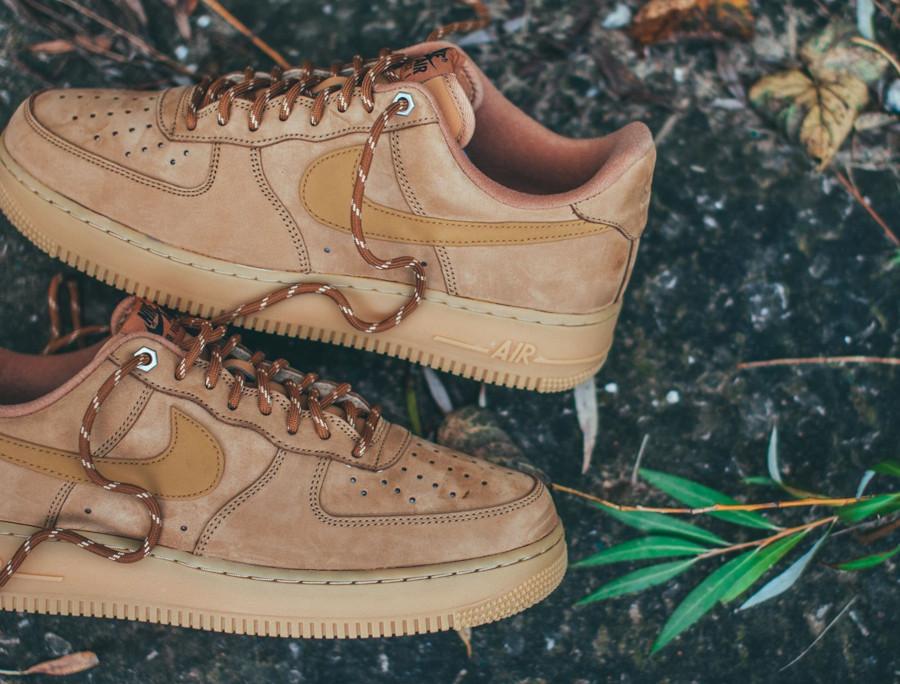Nike Air Force 1 Low en suède marron avec gumsole (2)