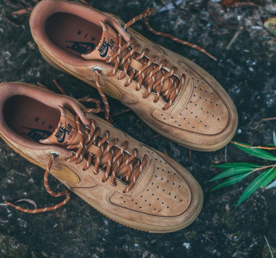 Nike Air Force 1 Low en suède marron avec gumsole (3)