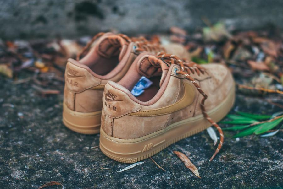 Nike Air Force 1 Low en suède marron avec gumsole (4)