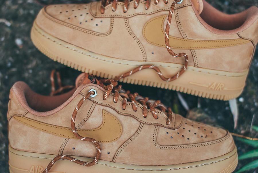 Nike Air Force 1 Low en suède marron avec gumsole (5)