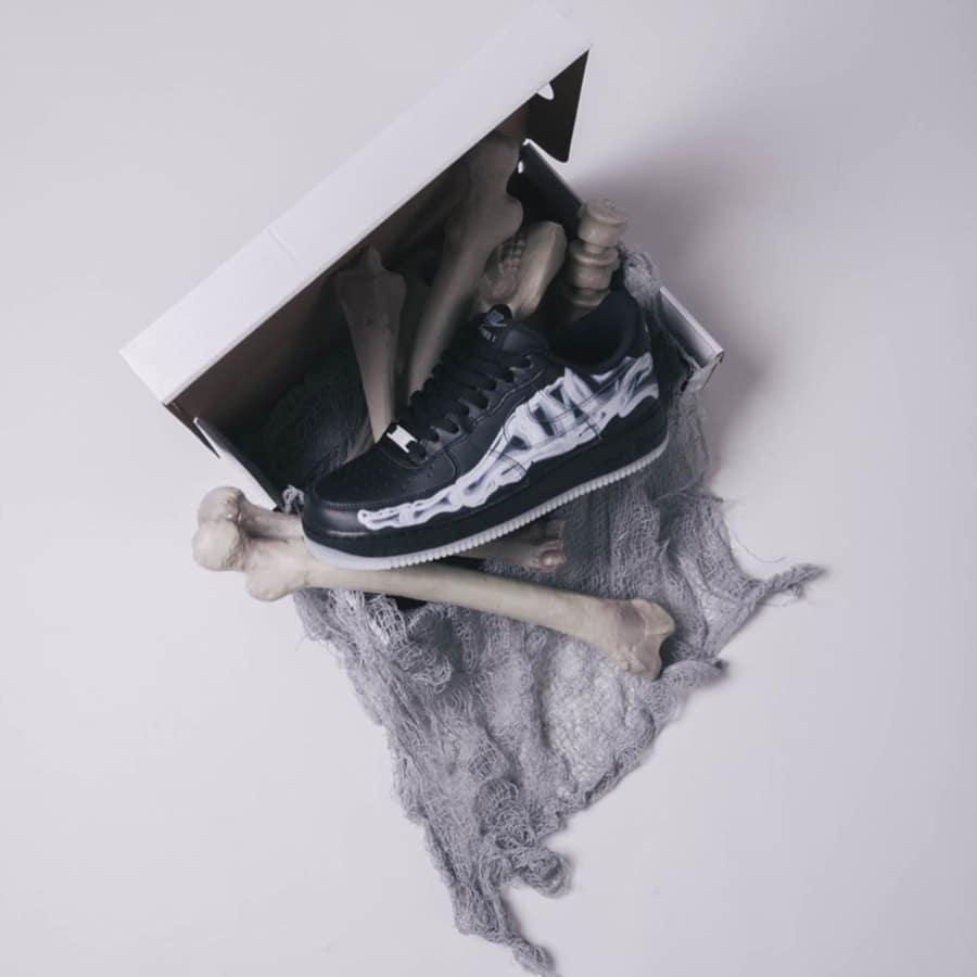 Nike Air Force 1 basse noire avec imprimé squelette (1)
