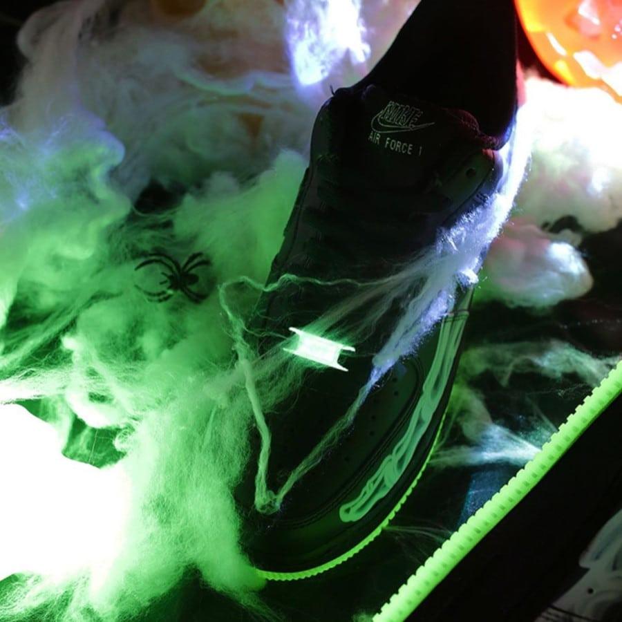 Nike Air Force One qui brille dans le noir (2)