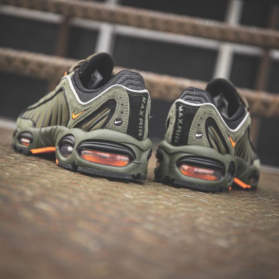 Nike Air Max Tailwind 4 vert kaki et orange (1)