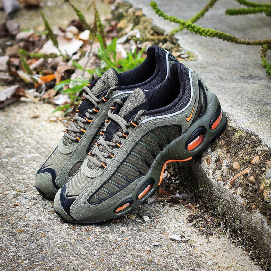 Nike Air Max Tailwind IV SE Militaire Flight Jacket MA-1