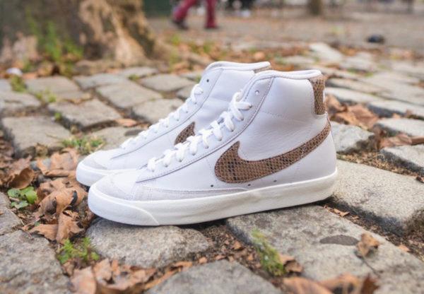 Nike Blazer Mid 77 Vintage blanche grise avec print serpent marron (couv)