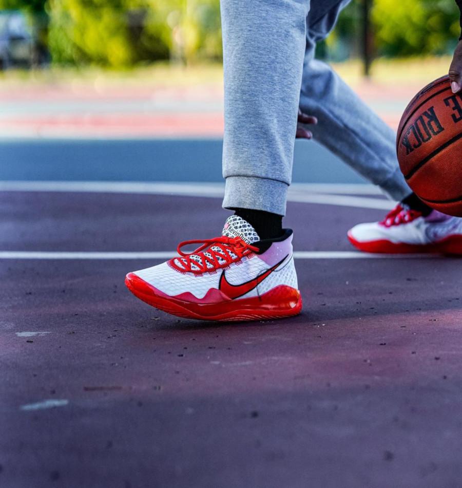 Nike KD 12 blanche rouge et noire (4)