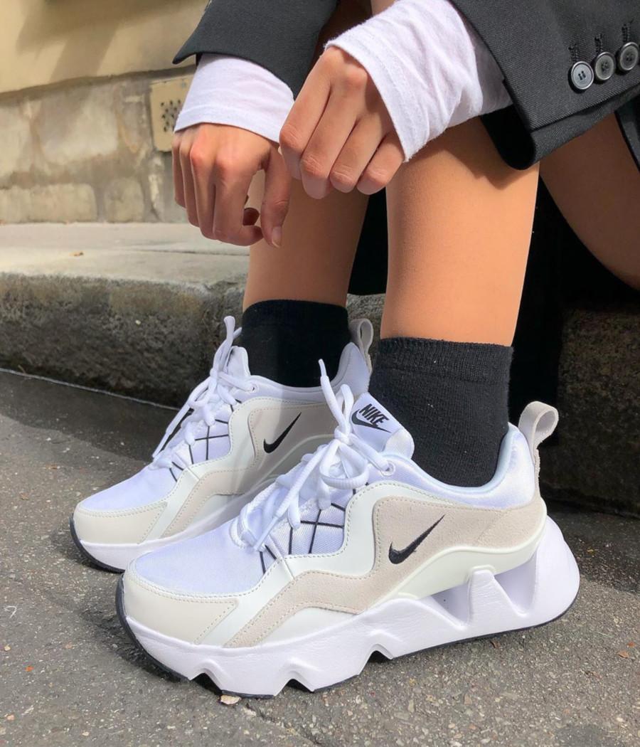 Nike RYZ 365 blanche blanc cassé et noire BQ4153-100 (5)