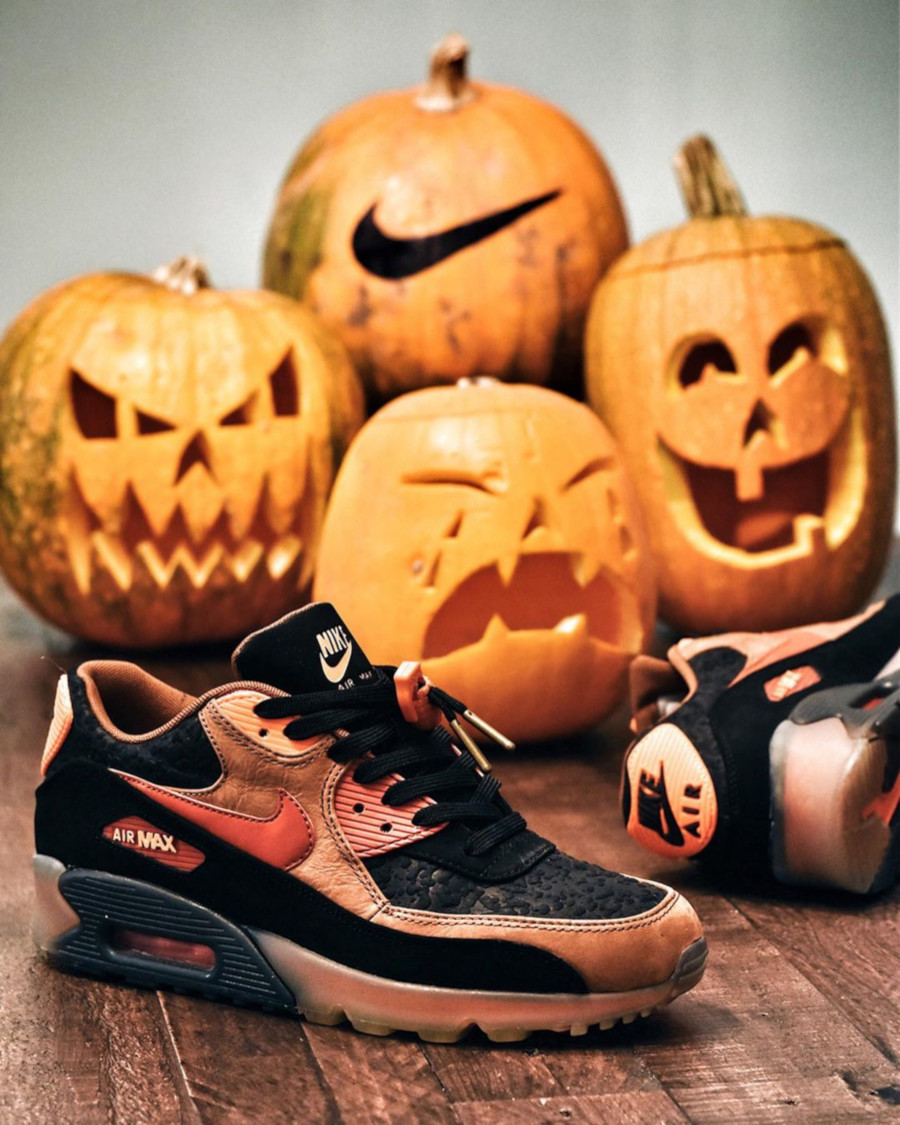2014 - Nike Air Max 90 Ice PRM QS Halloween - @pugsandkicks