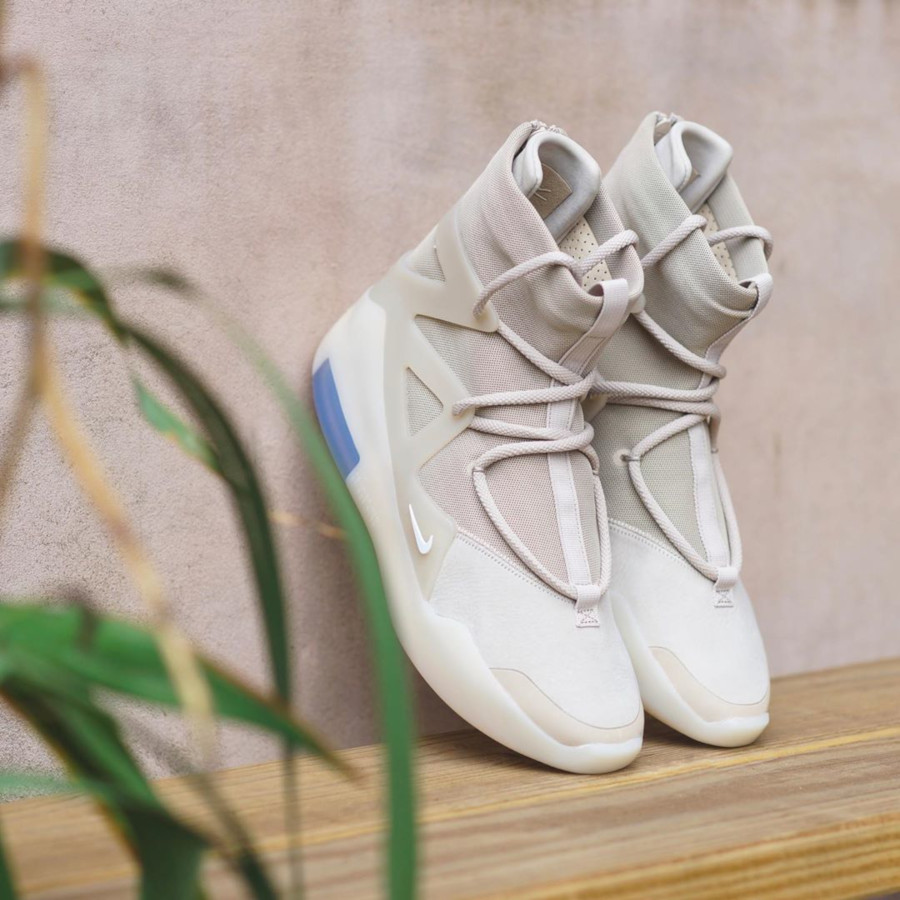 Nike Air Fear of God 1 beige et blanc cassé AR4237-900 (1-2)