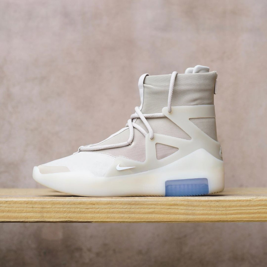 Nike Air Fear of God 1 beige et blanc cassé AR4237-900 (1)