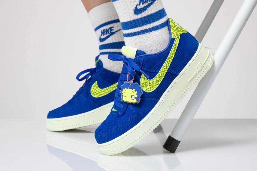 Nike Wmns Air Force 1 Corduroy Olivia Kim No Cover (Betty Boop)
