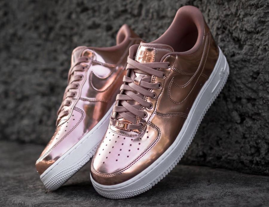 Avis : que vaut la Nike Air Force 1 Metallic Bronze Liquid