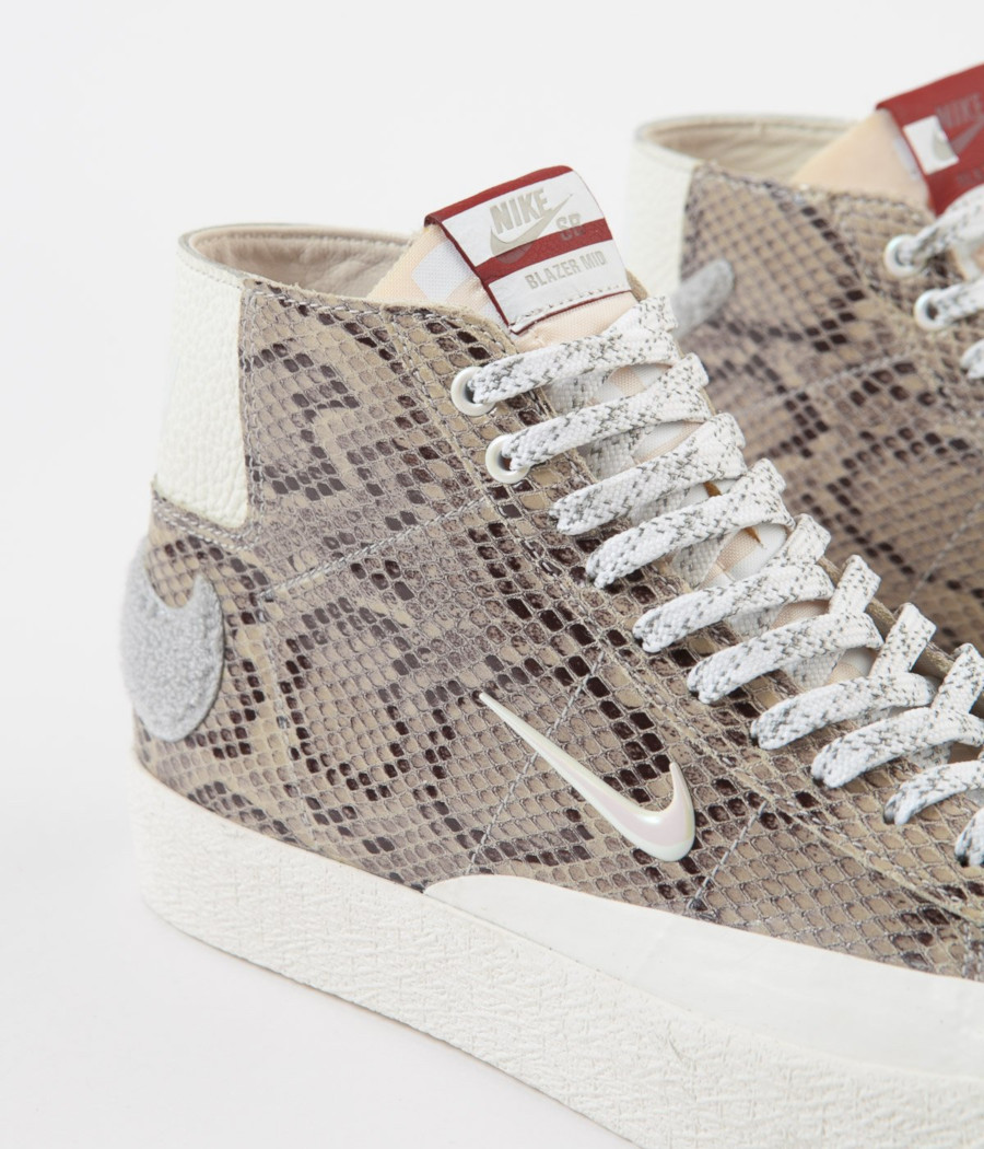 Nike-sb-blazer-mid-light-bone-white-pure-platinum-CN4540-001 (1-1)