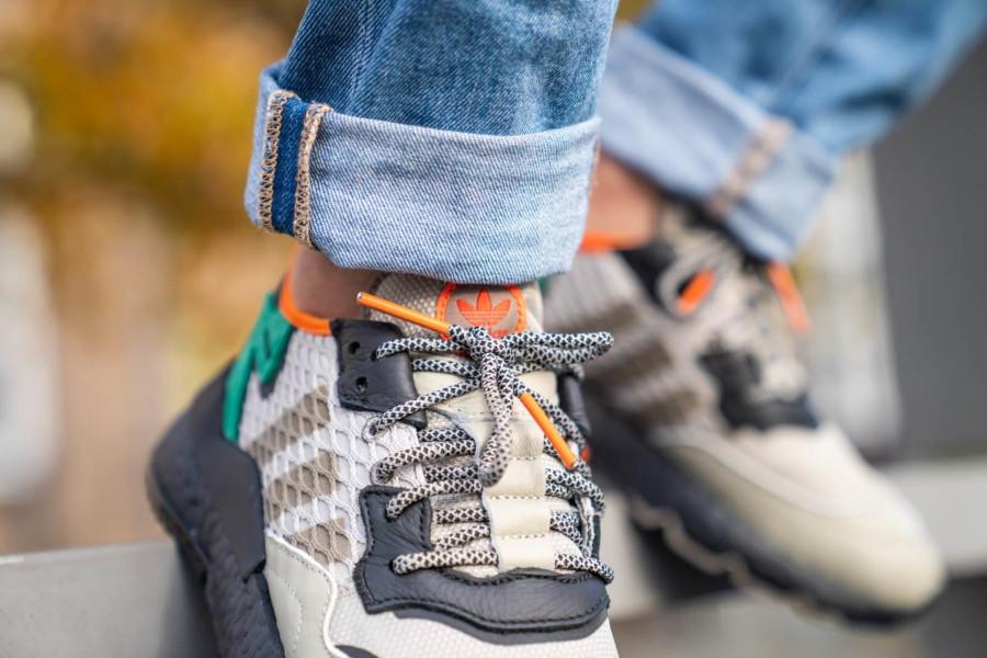 adidas-nite-jogger-marron-beige-noire-vert-orange-EE5569 (1-1) (1)