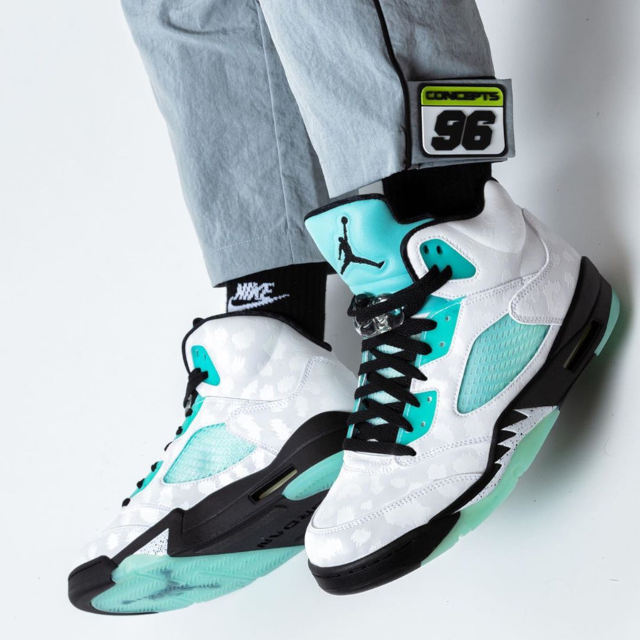 air-jordan-4-retro-white-black-island-green-CN2932-100 (7)