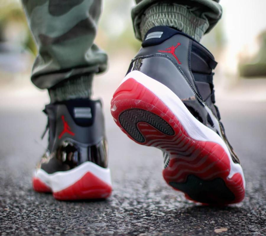 Air Jordan XI en cuir brillant noir (semelle rouge) (3)