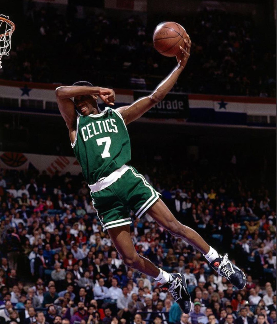 Dee Brown en Reebok Pump Omni Lite (slam dunk contest 1991)